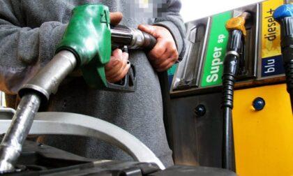 """Record prezzi carburante """"Effetto valanga sulla spesa"""""""