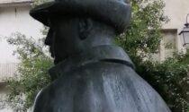 Teppisti al Piazzo: strappata penna dal cappello di Mario Cucco