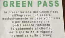 """L'avviso in alcuni bar di Cossato: """"Nessun obbligo di mostrare Green Pass"""""""